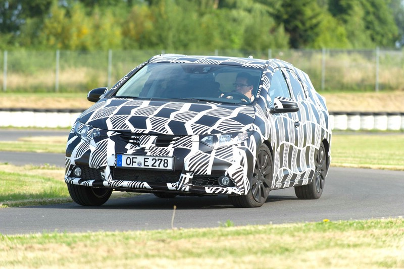 Honda Civic Tourer getarnt bei den Tests