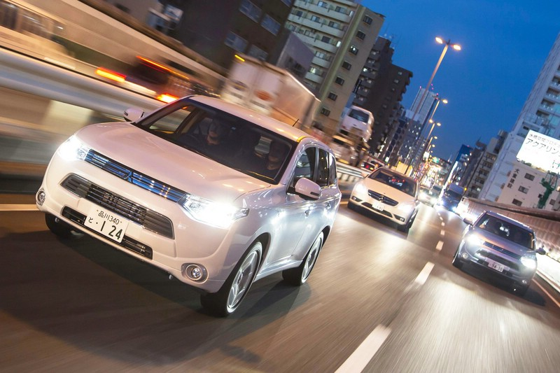 Mitsubishi Outlander PHEV bei den Tests in Japan