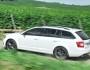 Skoda Octavia RS als Kombi in der Farbe Weiß in der Seitenansicht