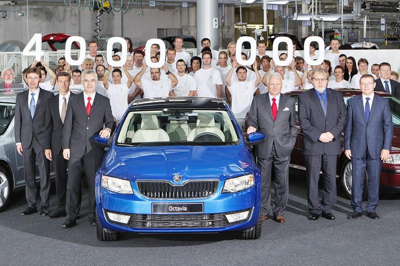 Skoda Mitarbeiter feiern den vier Millionsten Octavia
