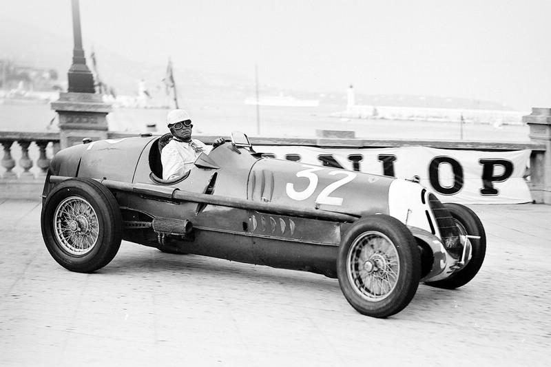 schwarz/weiß Bild Alfa Romeo Tipo 8C-35 Baujahr 1936