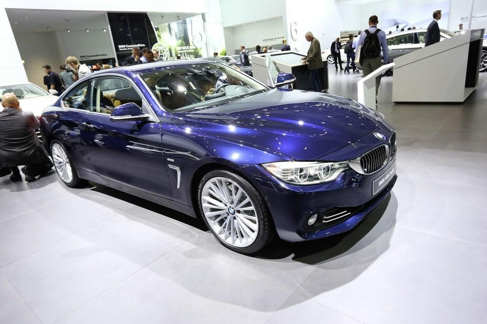 BMW 428i Coupé 2014 in blau auf der IAA 2013