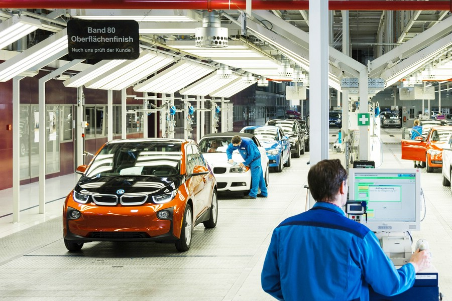 BMW startet Serienproduktion des Elektrofahrzeugs BMW i3 in Leipzig