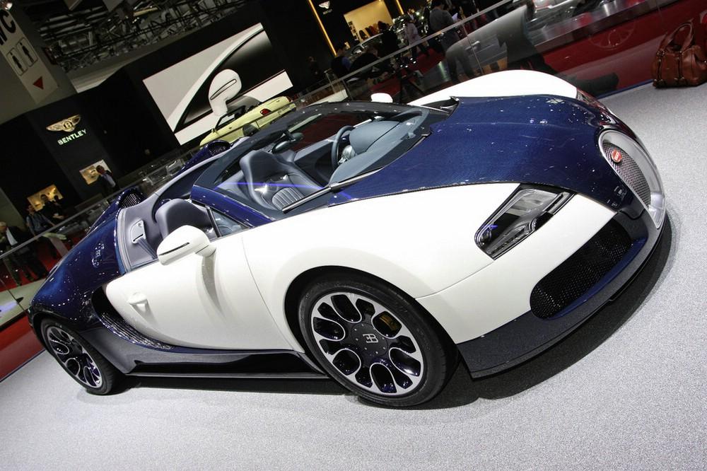 Supersportwagen Bugatti Veyron 16.4 Grand Sport auf einer Messe