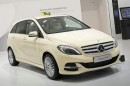 Der Mercedes B 200 Natural Gas Drive in Beige als Taxi