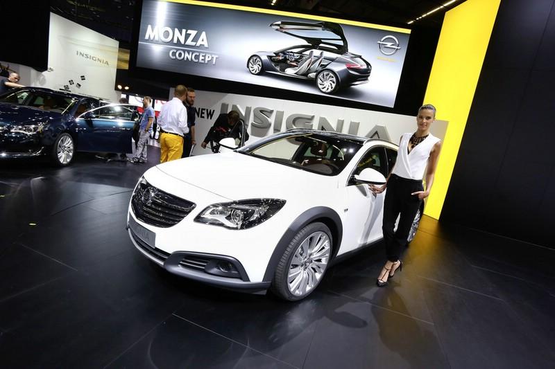 Opel Insignia Country Tourer auf der Frankfurter Automobilmesse IAA 2013