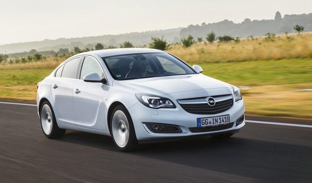 Der aufgefrischte Opel Insignia in weiß 2013 Facelift