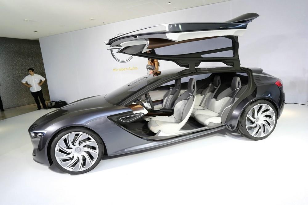 Opel Monza Concept mit geöffneten Türen