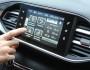 Das Bildschirm mit Navi im Peugeot 308
