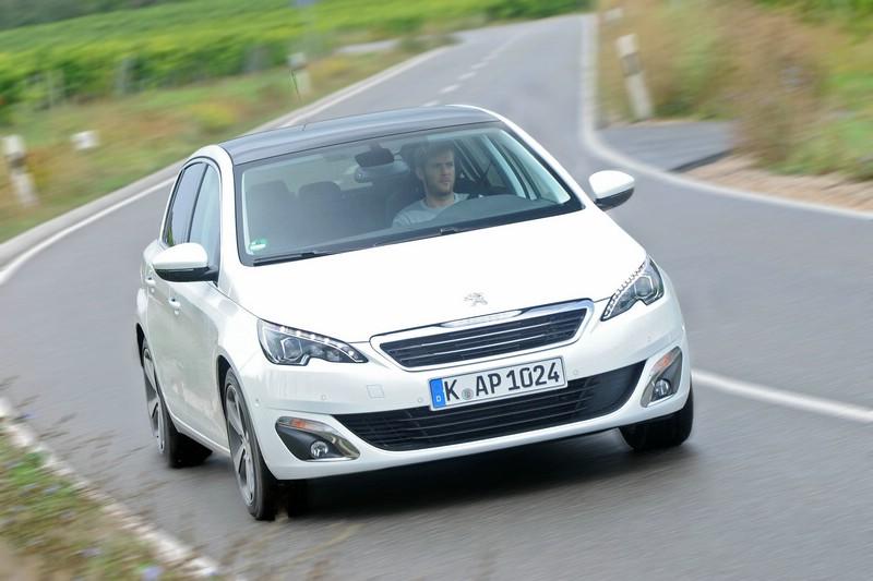 Neuer Peugeot 308 in weiß von vorne