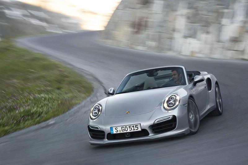Die Frontpartie des neuen Porsche 911 Turbo Cabriolet