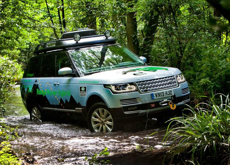 Range Rover Sport 3.0 SDV6 Hybrid in seinem Element im schlamm
