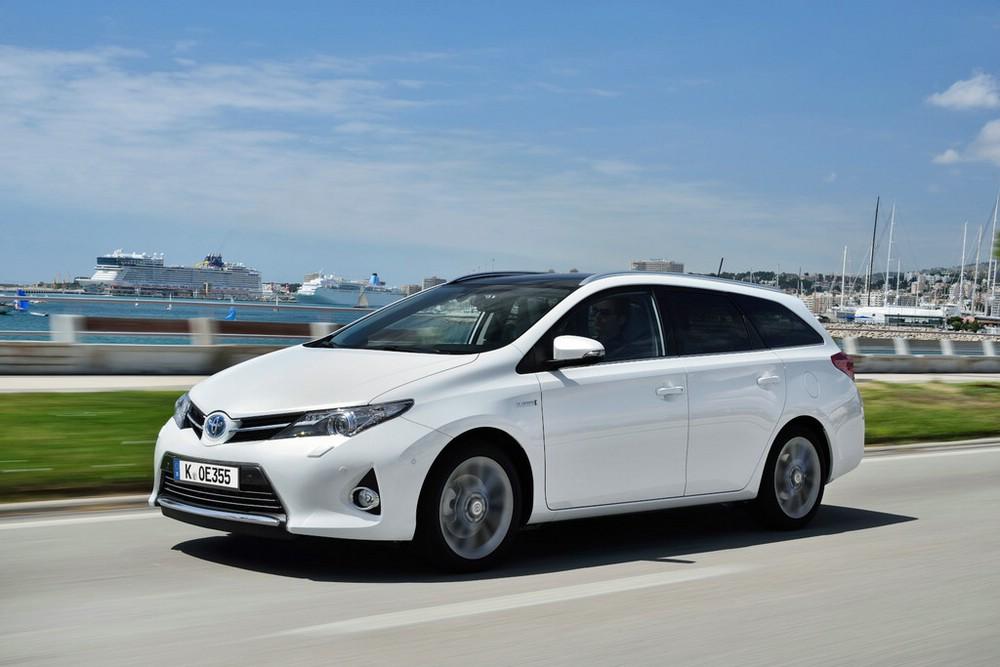 Toyota Kombi Auris Touring Sports in der Seitenansicht