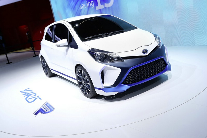 Das Das 420 PS starke Hybridauto Toyota Yaris Hybrid-R