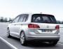 Volkswagen Golf Sportsvan in silber in der Heckansicht