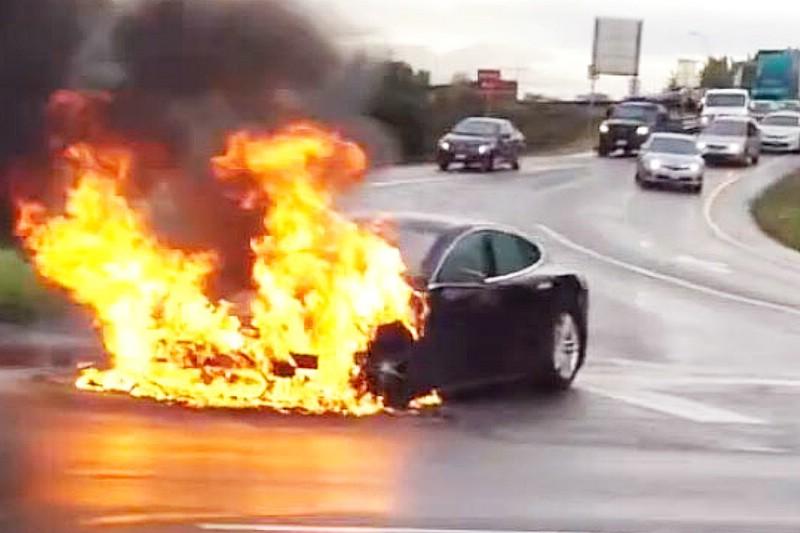 Brennender Tesla Model S in den USA
