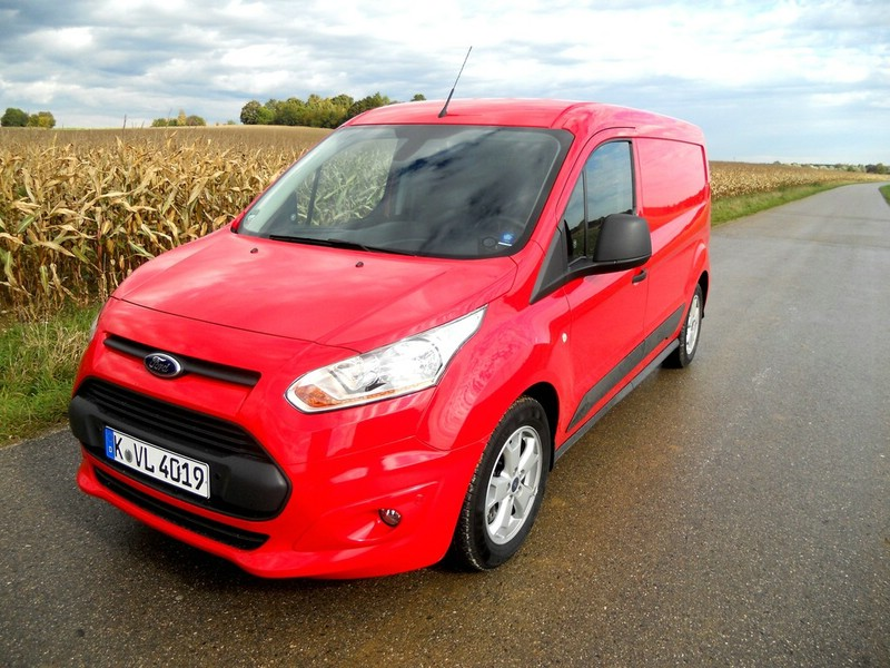 Ford Transit Connect in rot in der Frontansicht