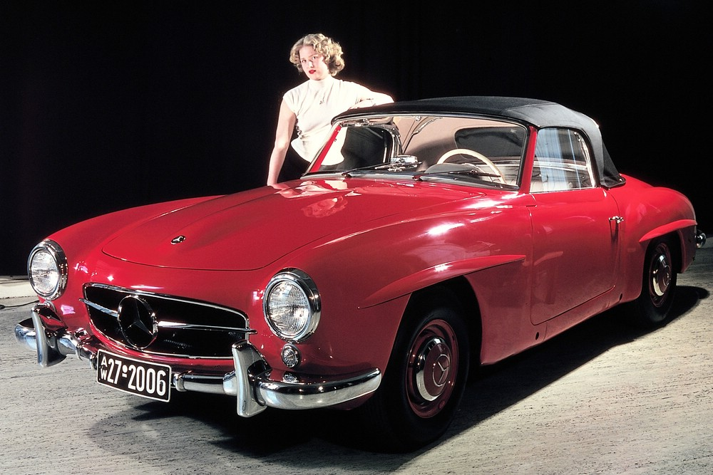 Mercedes 190 SL W121 in der Farbe Rot mit Hostess