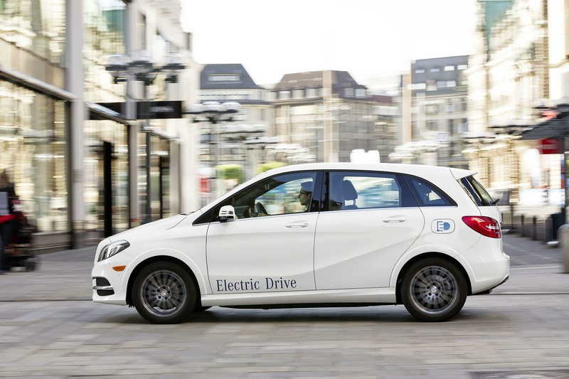 Die Seitenansicht des Mercedes-Benz B-Klasse Electric Drive / Mercedes-Benz B-Class El