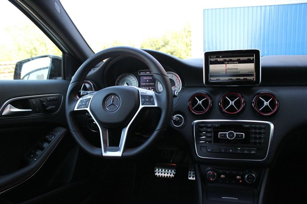 Das Cockpit des Mercedes-Benz A 250 Sport