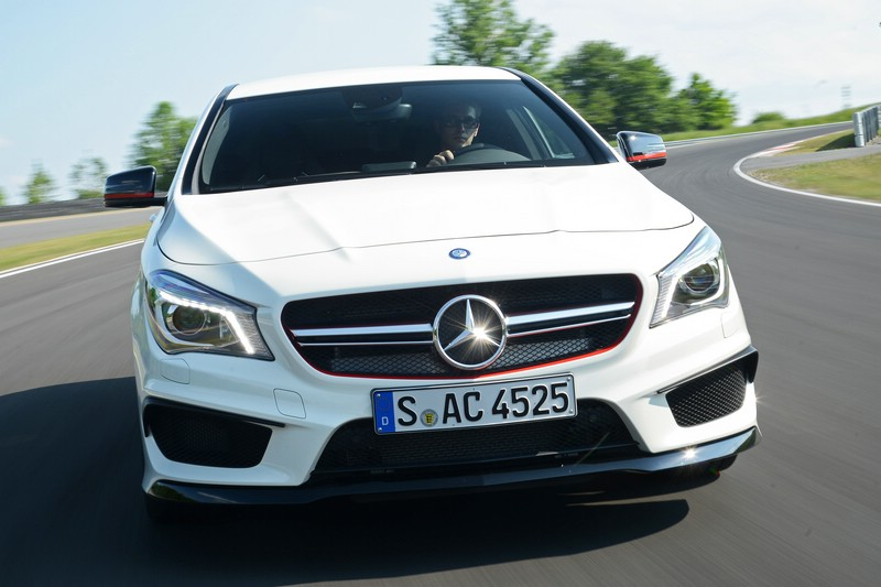 DerKühlergrill der Mercedes CLA 45 AMG Edition 1