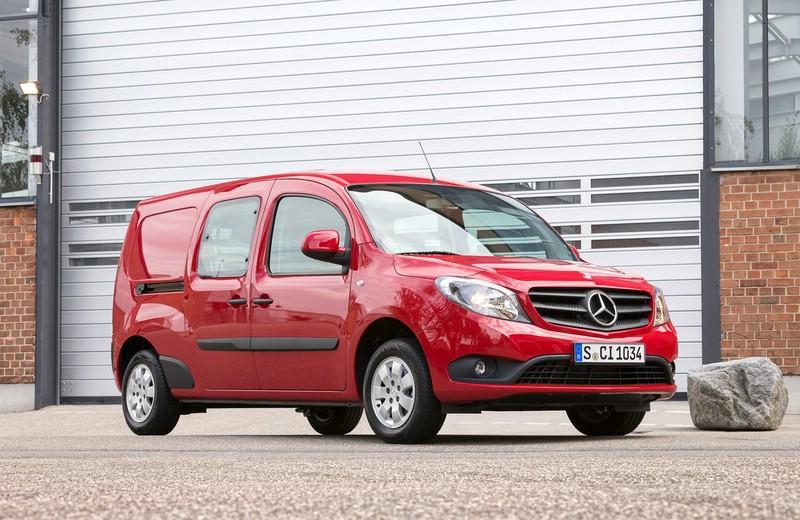 Die Frontpartie eines 2013er Mercedes.Benz Citan