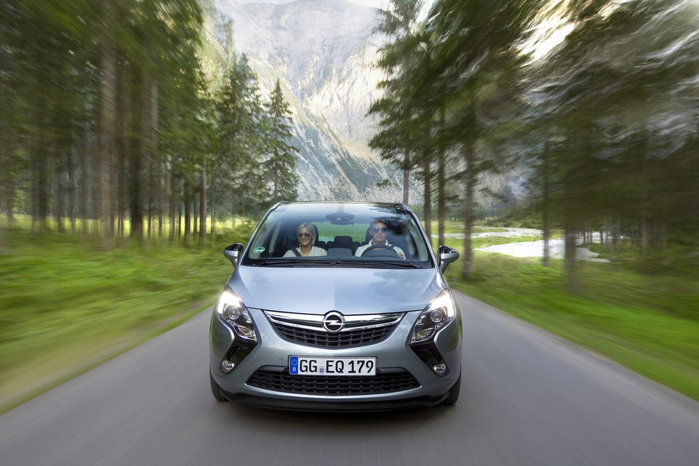 Die Frontpartie des Opel Zafira Tourer 1.6 SIDI Turbo