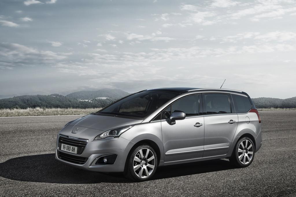 Der Kompaktvan Peugeot 5008 mit neuem Gesicht