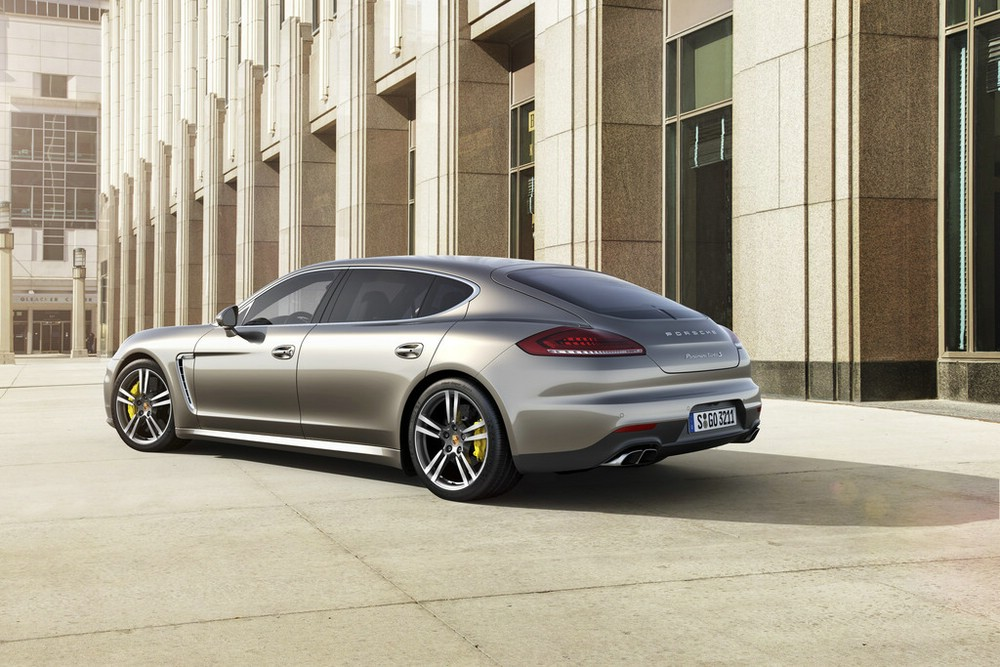 Das Heck des Porsche Panamera Turbo S Executive