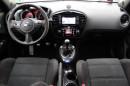 Lenkrad, Armaturenbrett und Navi des Nissan Juke Nismo