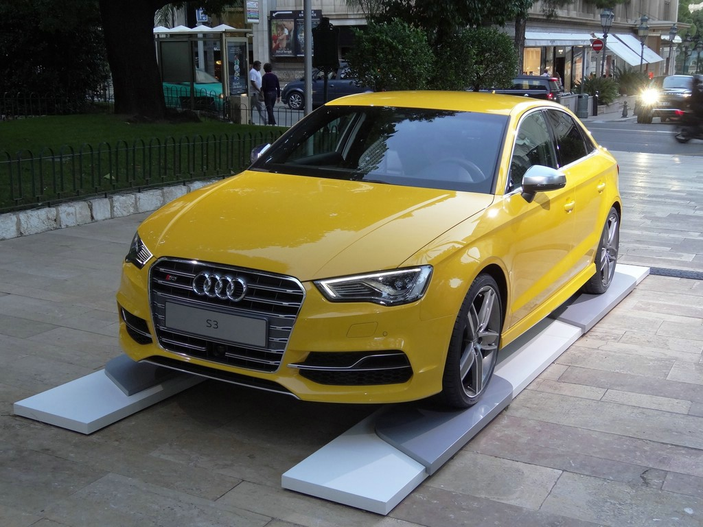 2014er Audi S3 Limousine in Gelb in der Frontansicht