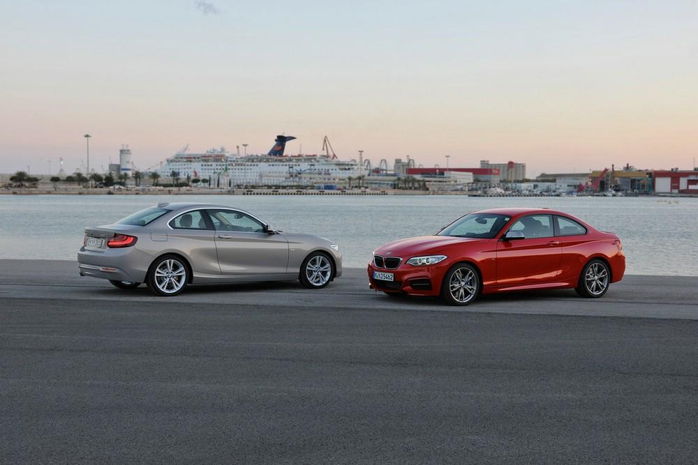 Das BMW 2er Coupé in Rot und Grau