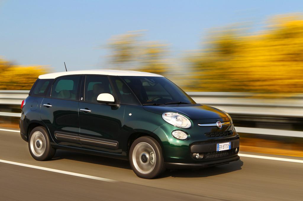 Exterieur Aufnahme vom Fiat 500L Living Fahraufnahme