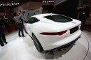 Jaguar F-Type Coupé auf der Automesse Tokio 2013