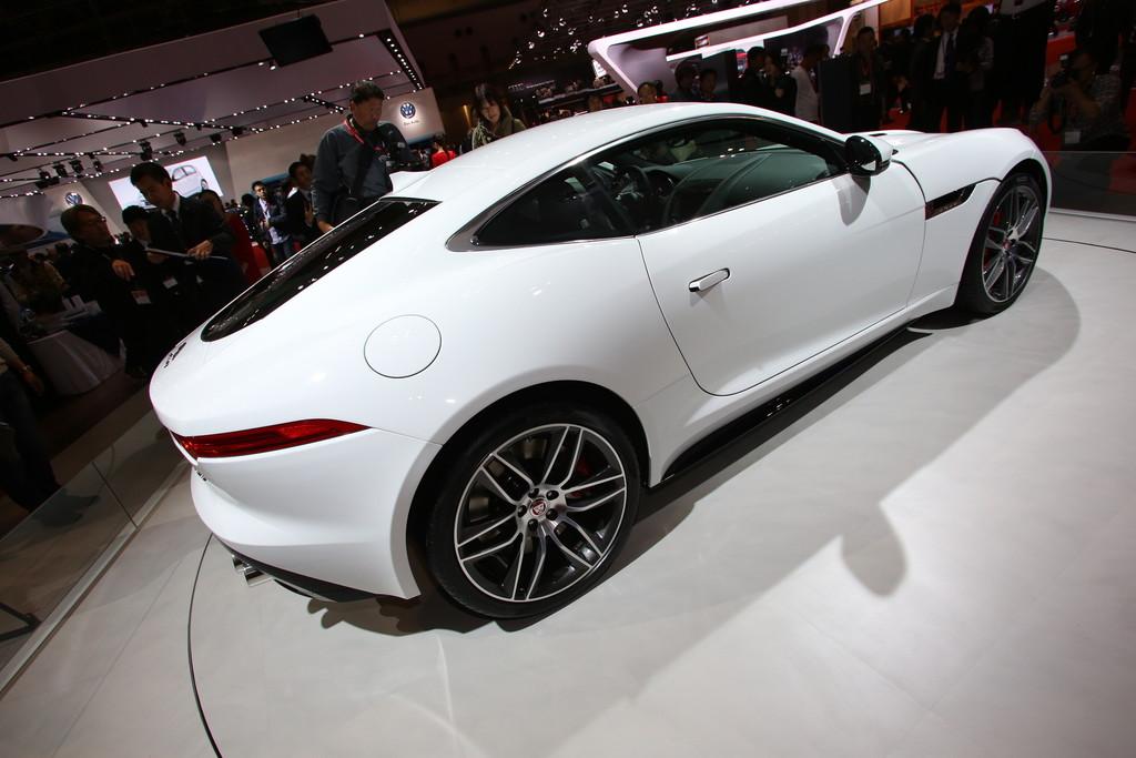 Jaguar F-Type Coupé auf der 2013er Tokio Motor Show