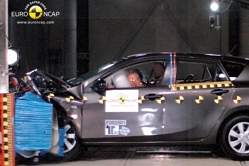 Der neue Mazda3 wird gecrasht
