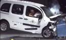 Ein weißer Mercedes Benz Citan wird frontal gecrasht