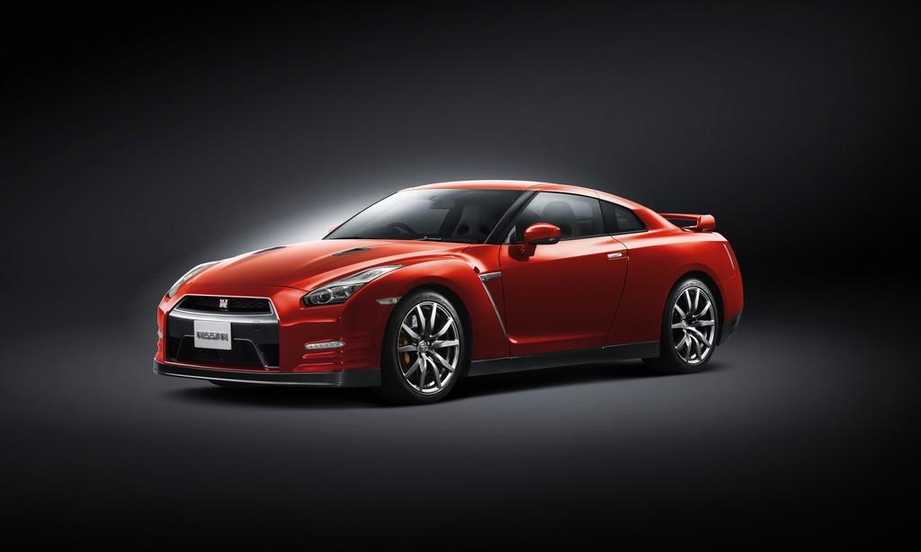 Nissan GT-R Modelljahr 2014 in der Farbe Sunset Red