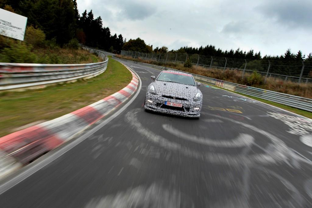 Supersportwagen Nissan GT-R Nismo bei seiner Rekordfahrt