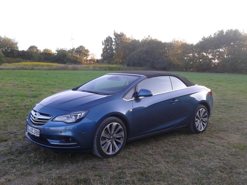 Blauer Opel Cascada 1.4 Turbo Ecoflex Bilder von Außen