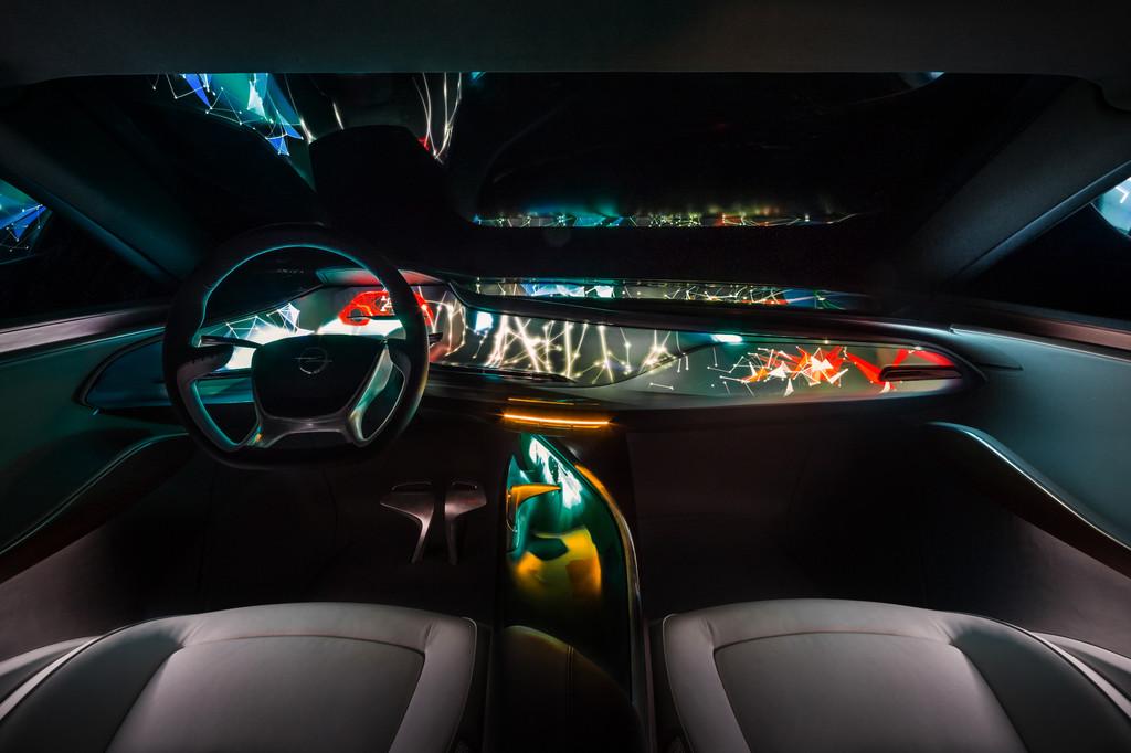 Das Armaturenbrett des Opel Monza Concept