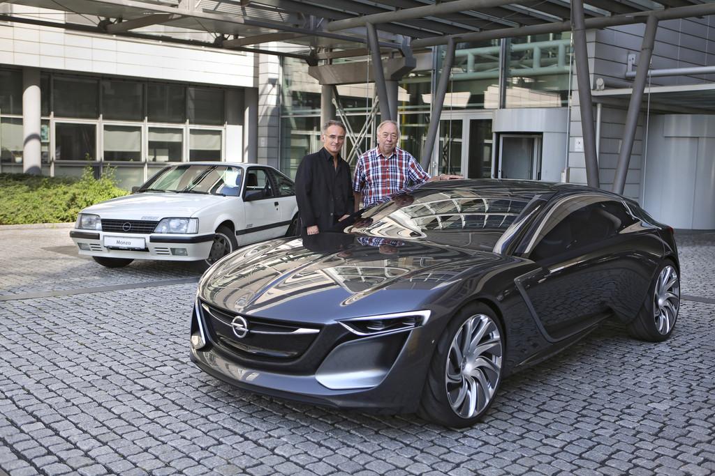 Der Opel Monza GSE und Monza Concept nebeneinander