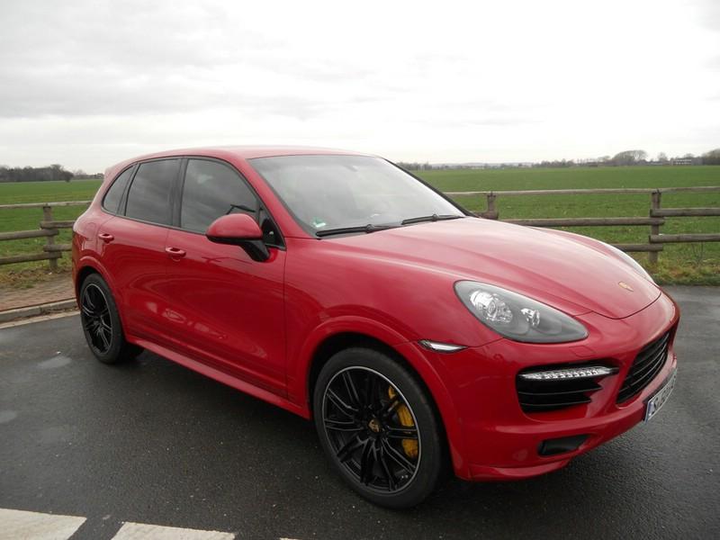 Porsche SUV Topmodell Cayenne GTS in rot