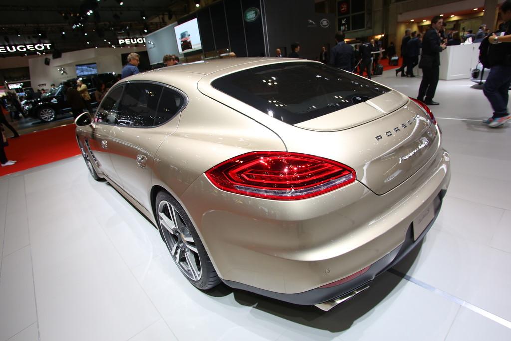 Porsche Panamera Turbo S auf der Automesse Tokio 2013