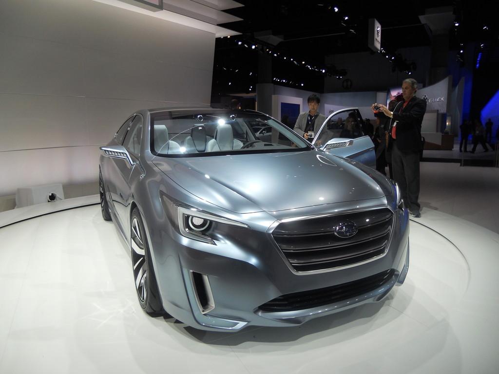 Subaru Legacy Concept auf der LA Automesse 2013