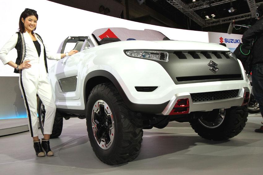 Hostess präsentiert den Suzuki Concept X-Lander