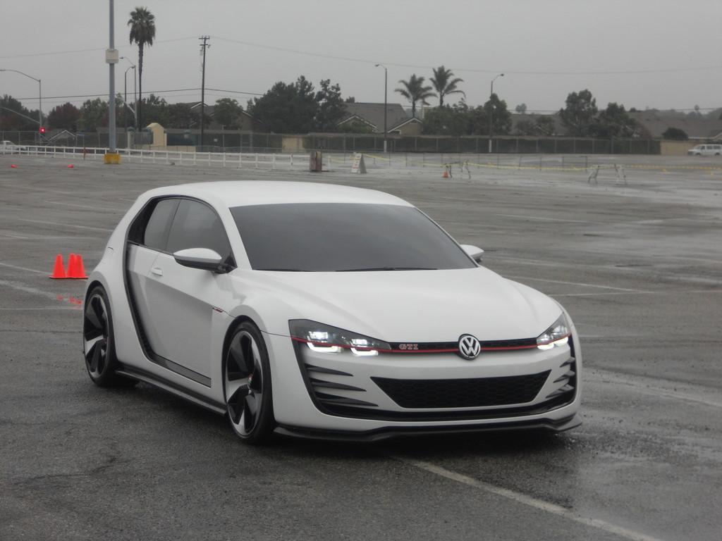 Volkswagen Golf Vision GTI in der Frontansicht