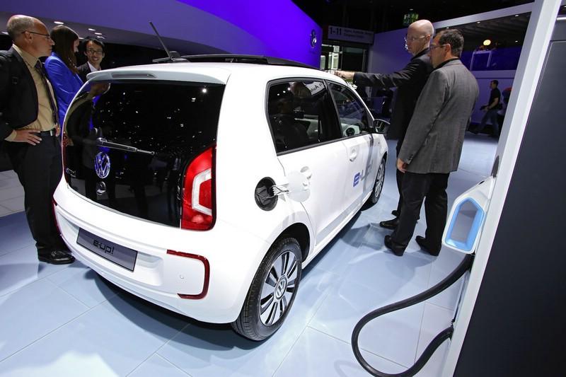 Der Elektrowagen Volkswagen E-Up an der Steckdose