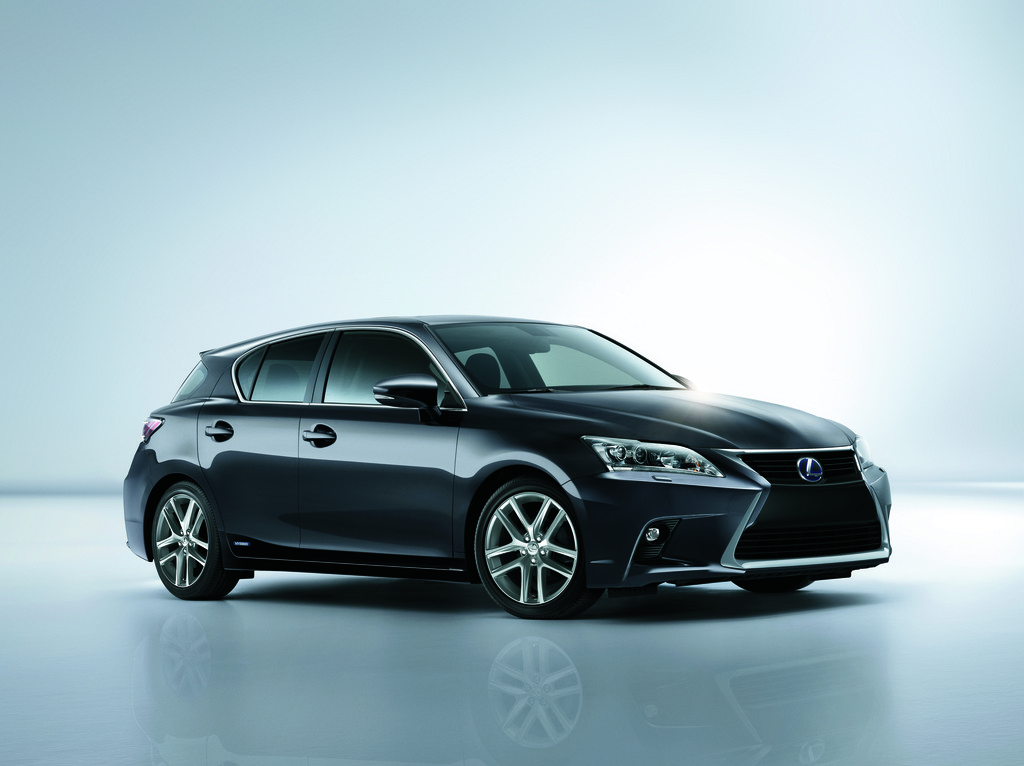 2014er Lexus CT 200h Facelift-Modell in schwarz