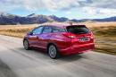 Honda Civic Tourer 2014 in rot, Fahraufnahme